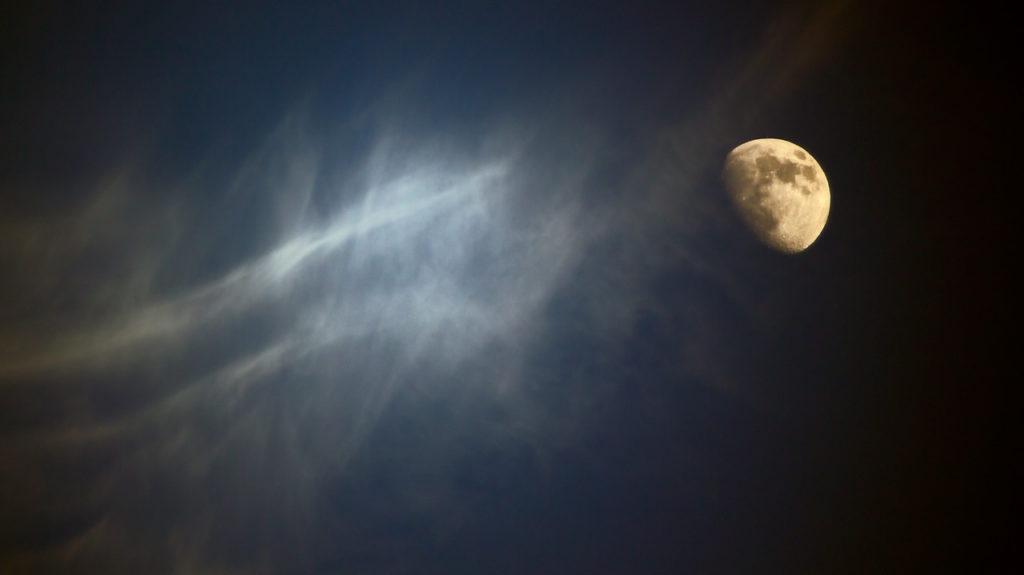 百人一首59番 「やすらはで 寝なましものを さ夜ふけて かたぶくまでの 月を見しかな」の意味と現代語訳