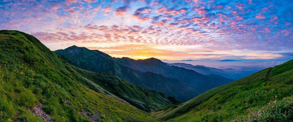 百人一首74番 「憂かりける(うかりける) 人を初瀬の 山おろしよ はげしかれとは 祈らぬものを」の意味と現代語訳