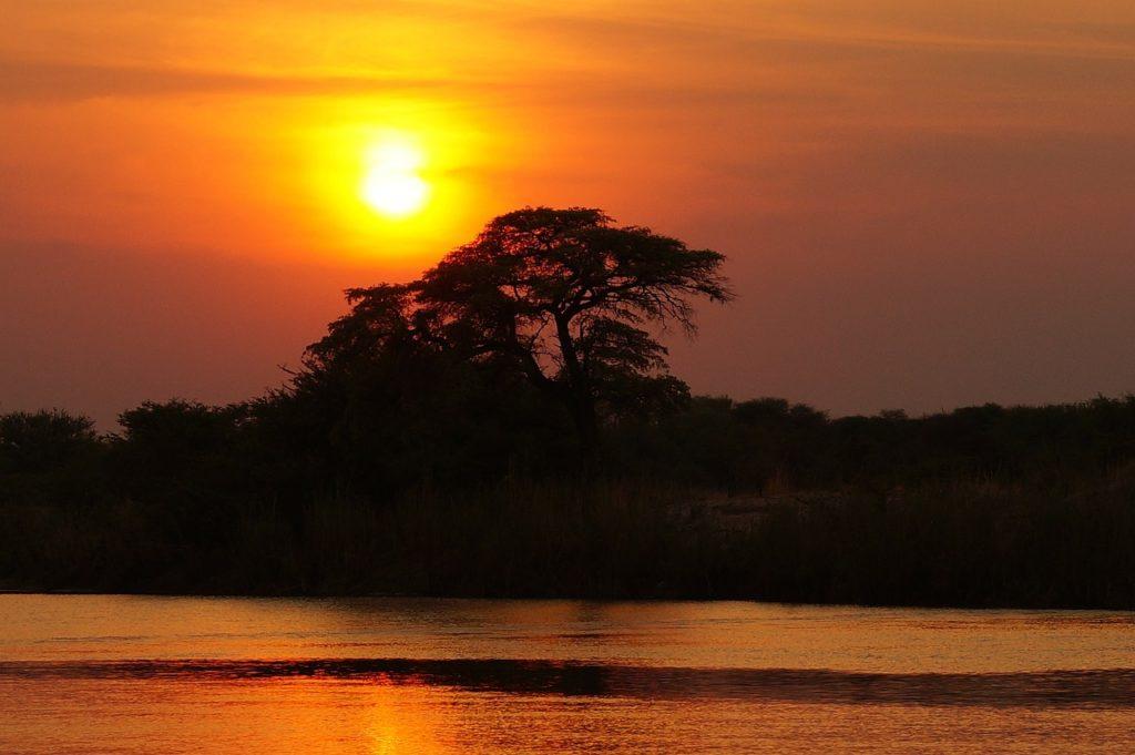 百人一首98番 「風そよぐ ならの小川の 夕ぐれは みそぎぞ夏の しるしなりける」の意味と現代語訳