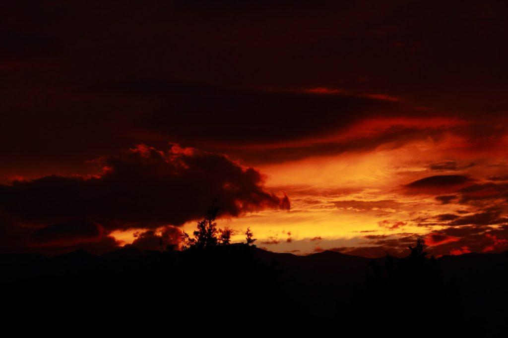 百人一首94番 「み吉野の 山の秋風 さ夜ふけて ふるさと寒く 衣うつなり」の意味と現代語訳