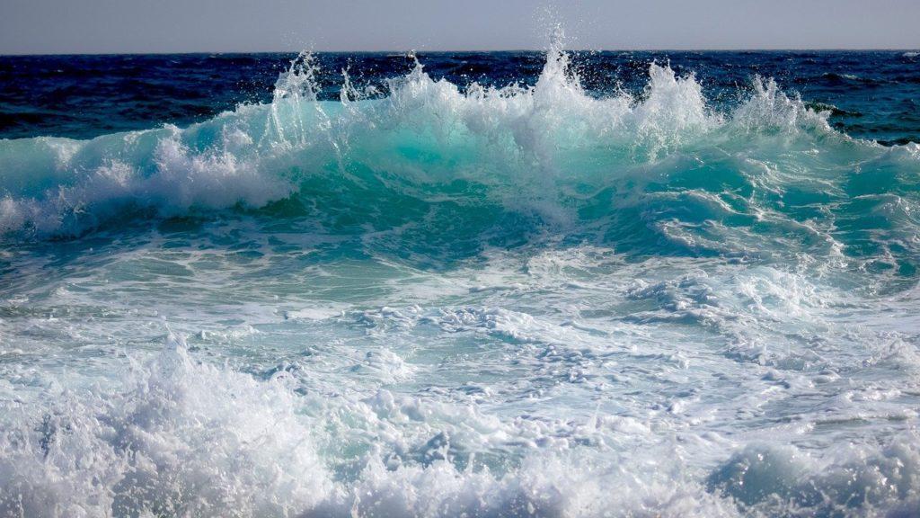 百人一首72番 「音に聞く 高師の浜の あだ波は かけじや袖の ぬれもこそすれ」の意味と現代語訳